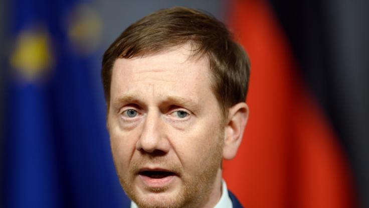 Michael Kretschmer (CDU), Ministerpräsident von Sachsen, verkündet die neuen Corona-Regeln für Sachsen. (Foto)