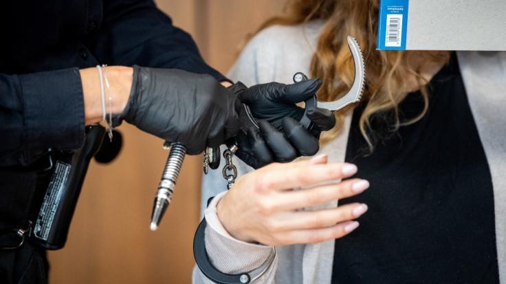 Aus Rache für die Tötung ihres Hundes hat eine 29-Jährige vor Gericht gestanden, eine frühere Freundin mit kochendem Wasser übergossen zu haben. (Foto)