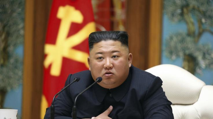 Kim Jong Un soll es nach einer Operation sehr schlecht gehen. (Foto)