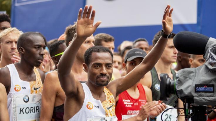 Zwei Sekunden fehlen: Bekele verpasst Weltrekord beim Berlin-Marathon. (Foto)
