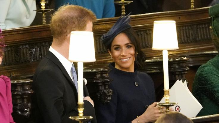 Prinz Harry und seine Frau Herzogin Meghan nehmen vor der Hochzeit von Prinzessin Eugenie und Jack Brooksbank. (Foto)