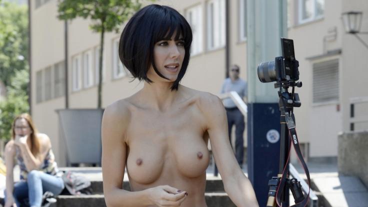 Milo Moiré protestiert nackt gegen sexuelle Übergriffe. (Foto)