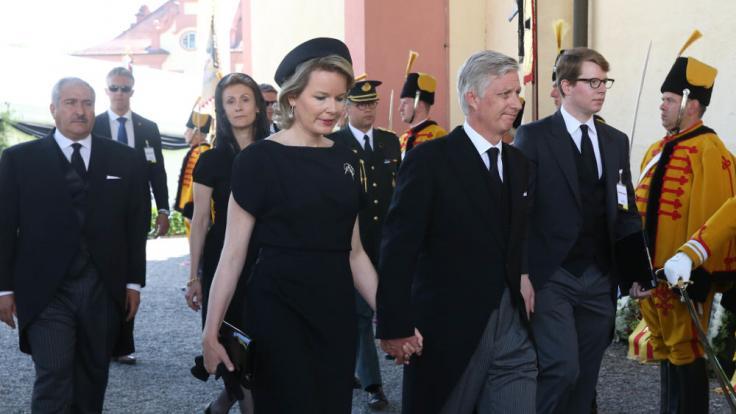 König Philipp und Königin Mathilde von Belgien erweisen dem Herzog die letzte Ehre. (Foto)