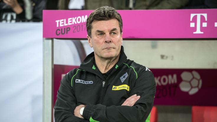 Gladbachs Trainer Dieter Hecking an der Seitenlinie beim Aufeinandertreffen der Borussia auf den FSV Mainz am 14. Januar in Düsseldorf.