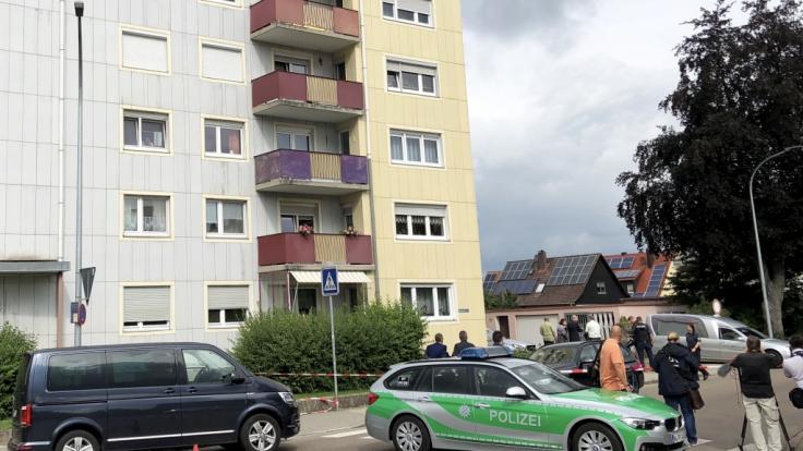 Im bayerischen Gunzenhausen sind am Dienstagmorgen eine Mutter und ihre drei Kinder tot aufgefunden worden.