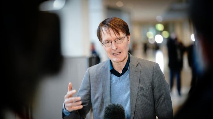 Karl Lauterbach (SPD), Gesundheitspolitiker, rechnet nicht vor Sommer mit einer Verbesserung der Corona-Lage. (Foto)