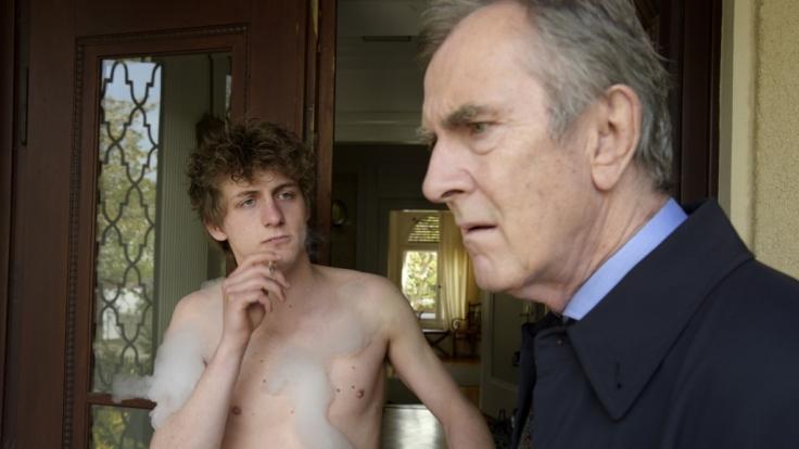 Yannik Esch (16, Oskar Bökelmann) öffnet auch mal nackt die Tür.