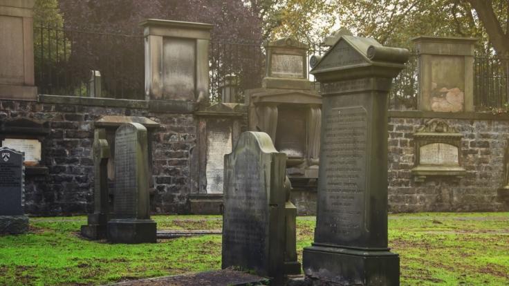 Auf dem Greyfriars Kirkyard in Edinburgh soll es gespenstisch zu gehen.