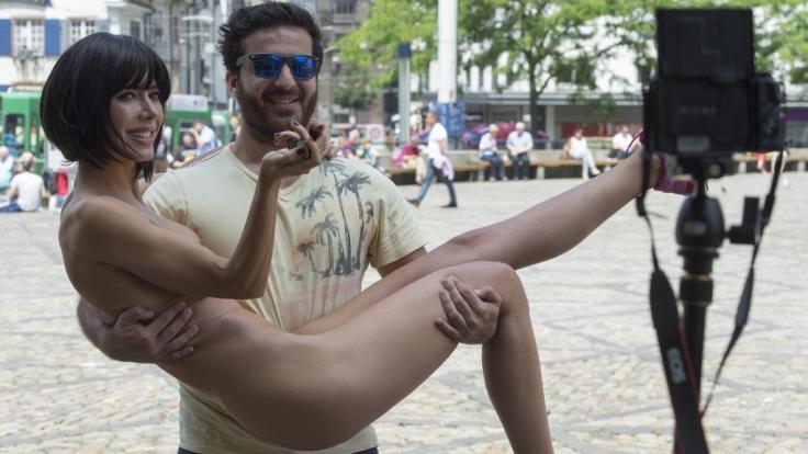 Milo Moiré zeigt auf ihrem neuesten Nacktfoto wirklich alles!