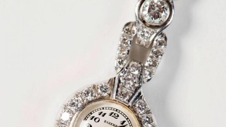 Adolf Hitler schenkte Eva Braun zum Geburtstag eine wertvolle Uhr mit Brillianten besetzt.
