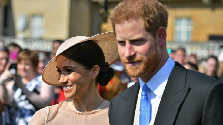 Meghan Markle und Prinz Harry absolvierten ihren ersten gemeinsamen Auftritt als Eheleute bei einer Gartenparty im Buckingham Palast. (Foto)