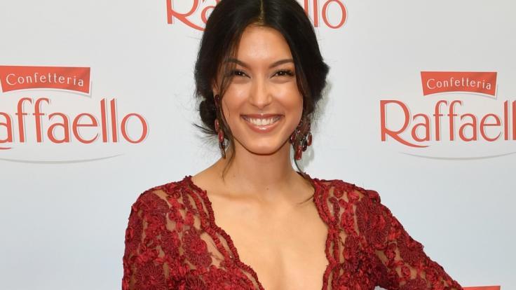 Rebecca Mir wagte beim Fotoshooting einen sexy Sideboob.
