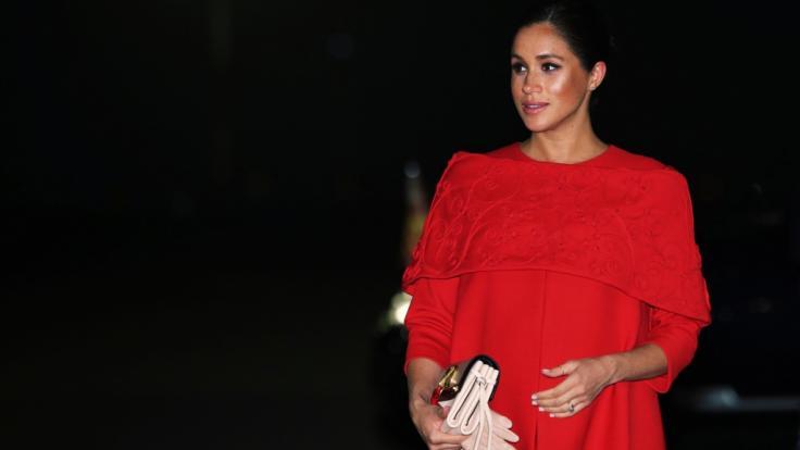 Meghan Markle sorgte in Marokko nicht nur mit ihrer feuerroten Valentino-Robe für Aufsehen.