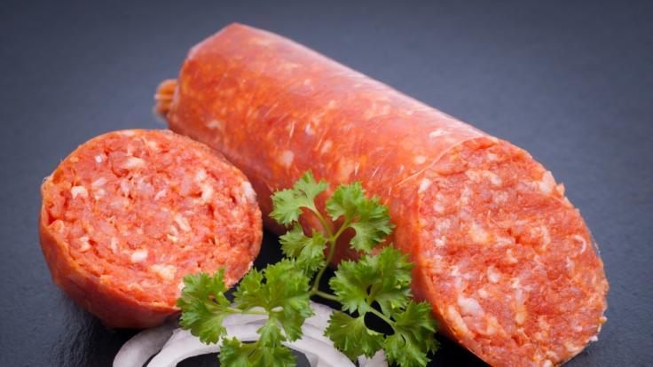 Die Munzert Fleischwaren GmbH ruft aktuell seine Zwiebelmettwurst zurück.