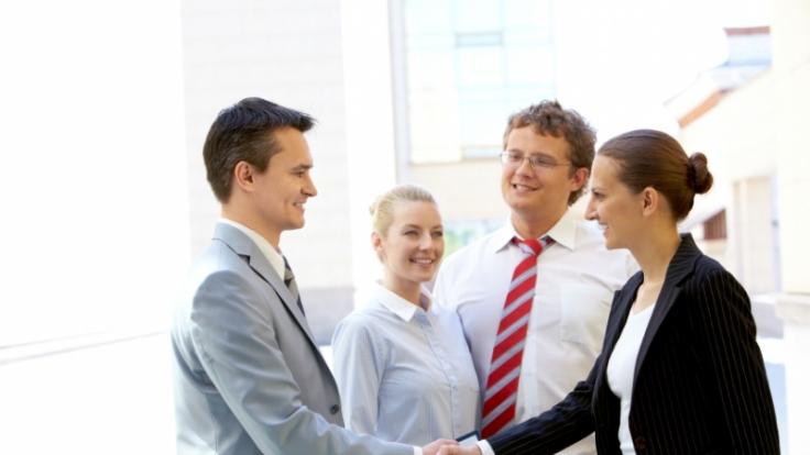Manch ein Kollege hört aus nett gemeinten Komplimenten Anmache oder Ironie heraus. (Foto)
