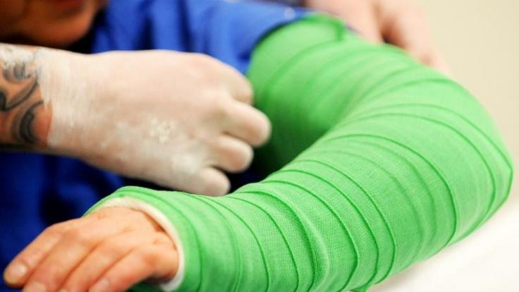 Kinder: Bei Knochenbrüchen manchmal trotzdem Bewegung möglich   news.de