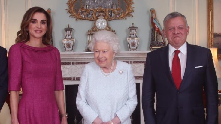 Die britische Königin Elizabeth II. empfängt Königin Rania von Jordanien und König Abdullah II. von Jordanien während einer privaten Audienz im Buckingham Palace.