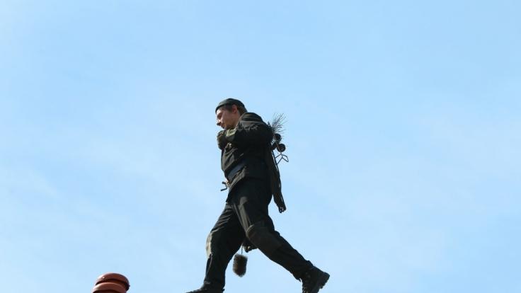 Sturz vom Dach endete für Schornsteinfeger tödlich. (Foto)