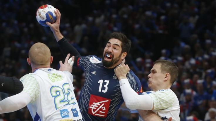 Nach dem Halbfinalsieg gegen Slowenien steht das französische Team um Nikola Karabatic (Mitte) am Sonntag im Finale der Handball-WM 2017 und muss sich gegen Norwegen behaupten.
