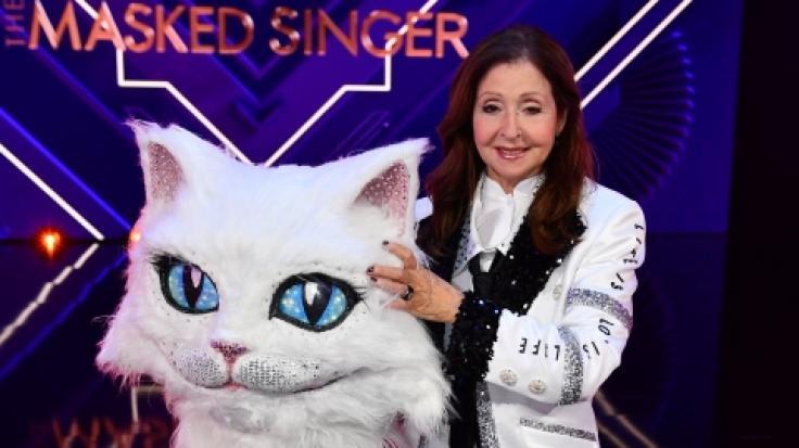 """Schlagersängerin Vicky Leandros im Kostüm der Figur """"Die Katze"""". (Foto)"""