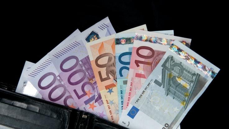 Diese Gesetze spülen Ihnen ab August mehr Geld ins Portemonnaie.