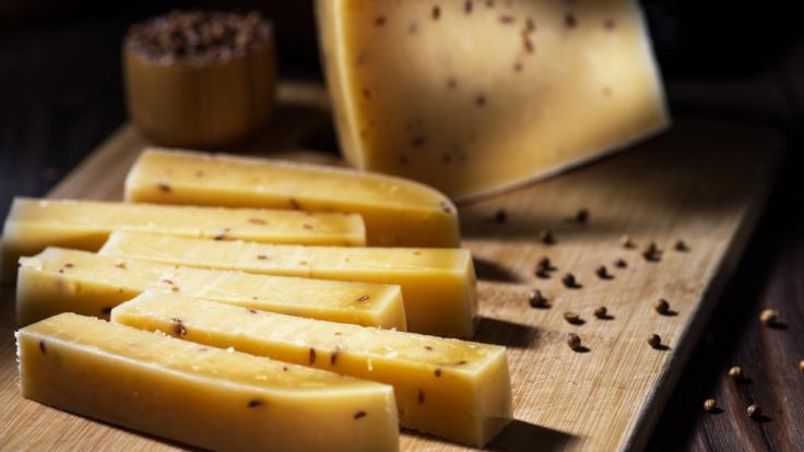 Im September 2020 wird eine beliebte Käsesorte aufgrund möglicher Gesundheitsgefahren für Verbraucher zurückgerufen (Symbolbild). (Foto)