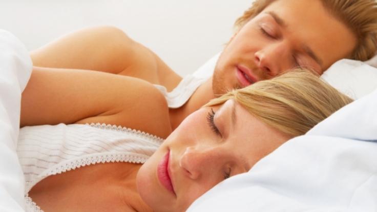 An der Stellung, in der ein Paar schläft, lässt sich erkennen, wie es um die Liebenden steht. (Foto)