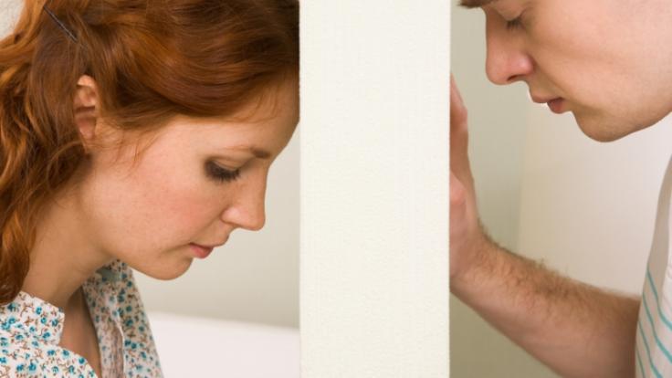 Menschen mit Bindungsangst ergreifen oft die Flucht, sobald der Partner gemeinsame Pläne macht.