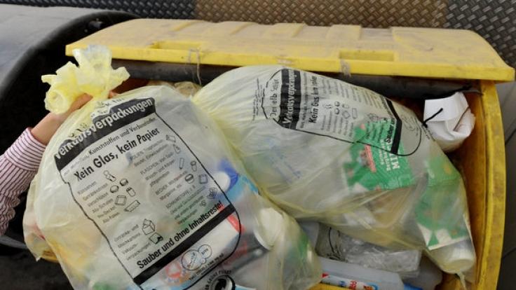 Viele Elektrokleingeräte können in der Gelben Tonne plus entsorgt werden - sperrigere Elektrogeräte gehören auf den Wertstoffhof.