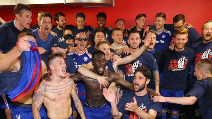 Kiels Mannschaft ist nächste Saison nicht mehr dabei - der Club steigt in die 2. Bundesliga auf. (Foto)