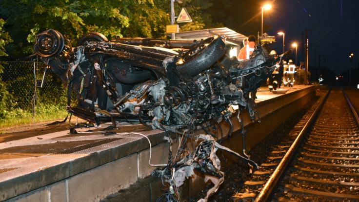 Nahe der Gemeinde Bergenbrück verunglückte eine Autofahrerin bei einem Zusammenstoß mit einem Güterzug. (Foto)