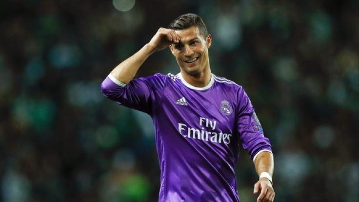 """Aus dem Bett und schon am Ball: Cristiano Ronaldo tritt derzeit in der #raiseit-Challenge von """"Pokerstars.de"""" an. (Foto)"""