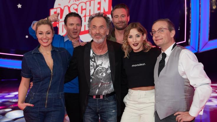 Hugo Egon Balder lädt Stars wie Ruth Moschner, Jeannine Michaelsen, Sasha oder Wigald Boning zum großen Promi-Flaschendrehen ein. (Foto)