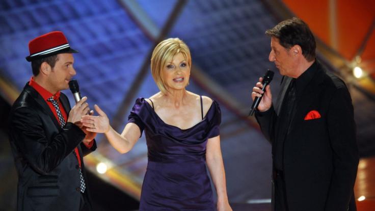 Carmen Nebel mit Roger Cicero (l.) und Udo Jürgens im Jahr 2009. (Foto)