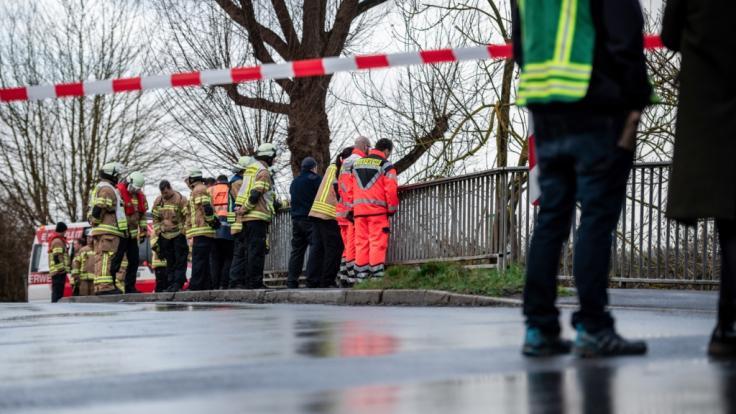 Die Polizei suchte im Fluss Hönne nach der zehnjährigen Lia aus Menden im Sauerland.