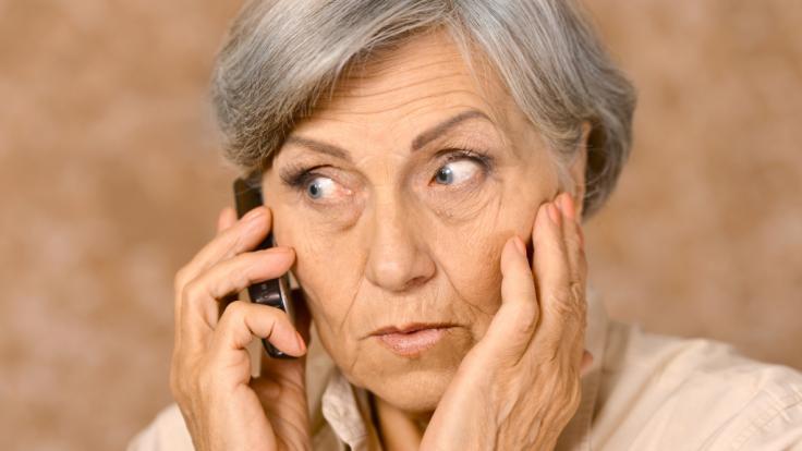 Trickbetrüger haben es auf gutgläubige Rentner abgesehen.