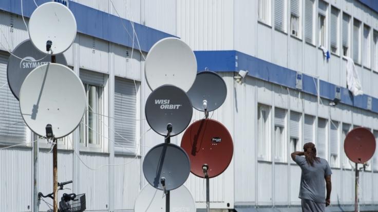 Flüchtlinge bekommen ihren eigenen TV-Sender. Auch in Flüchtlingsunterkünften soll dieser empfangbar sein. (Foto)