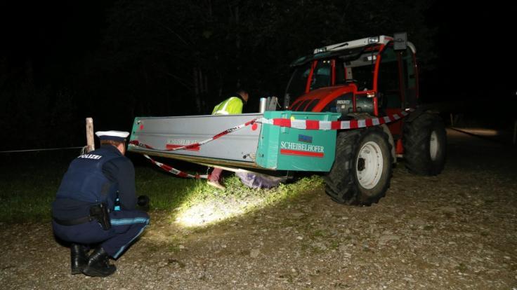 Im Allgäu sind zwei Kinder von einem Traktor überrollt worden. (Foto)