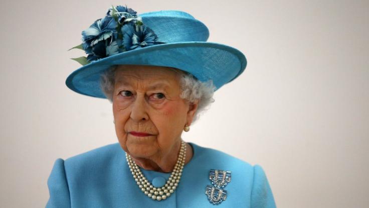 Queen Elizabeth II. hat die Faxen dicke: Prinz Harry hat den Bogen endgültig überspannt. (Foto)