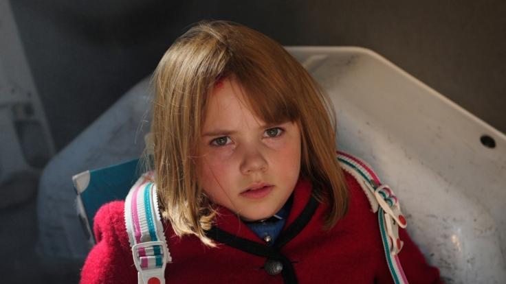 Die 10-jährige Natascha Kampusch (Amelia Pidgeeon) wurde entführt und acht Jahre lang gefangen gehalten.