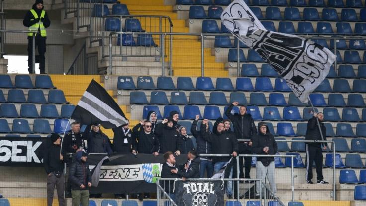 Die Fans vom SV Meppen feuern ihren Verein an. (Symbolbild) (Foto)