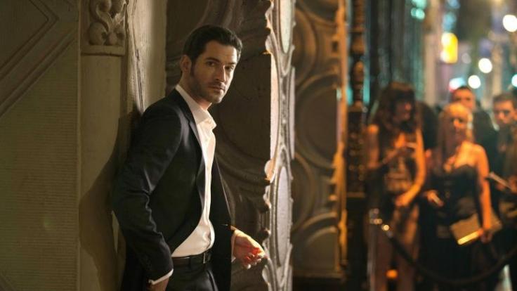 Partys, Frauen und Alkohol: Lucifer (Tom Ellis) lässt es sich im glamourösen Nachtleben von Los Angeles gutgehen, bis ein Freund von ihm ermordet wird...