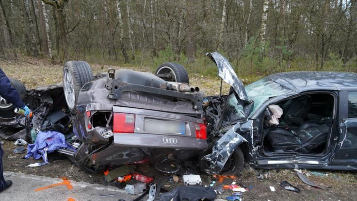 Bei einem Autounfall inSchloß Holte-Stukenbrock sind drei Männer gestorben. (Foto)