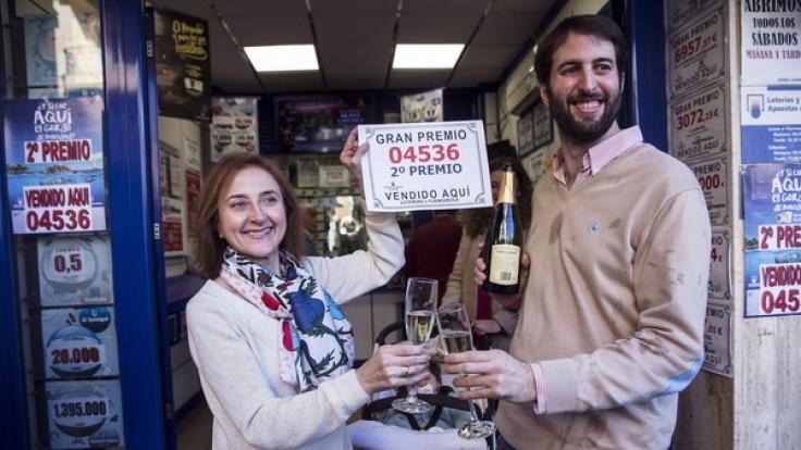 Gewinner 2016: Bei der spanischen Weihnachtslotterie El Gordo ist die Chance zu gewinnen, sehr hoch. (Foto)