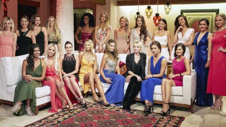 20 Frauen buhlen um den Bachelor.