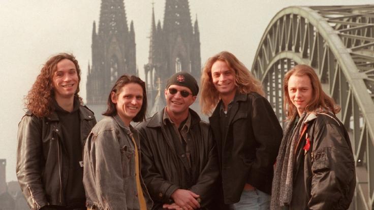 Alte Aufnahme (1997), aber aktuelle Besetzung:Stephan Brings (Bass, l-r), Harry Alfter (Gitarre), Christian Blüm (Drums) Peter Brings (Gesang) und Kai Engel (Tasteninstrumente) sind die Mitglieder der Band Brings.