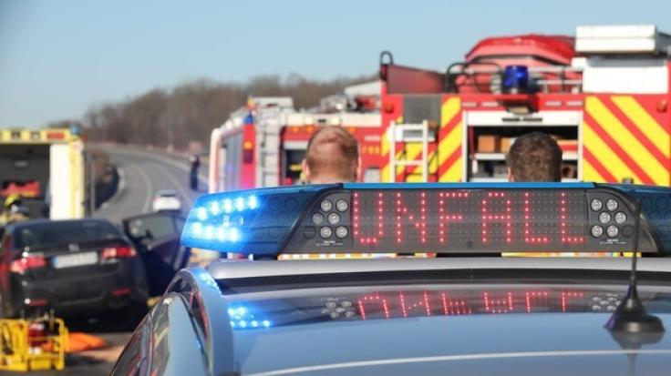 Auf der Autobahn A4 bei Herleshausen kam es zu einem schweren Unfall, der stundenlanges Chaos verursachte (Symbolbild). (Foto)