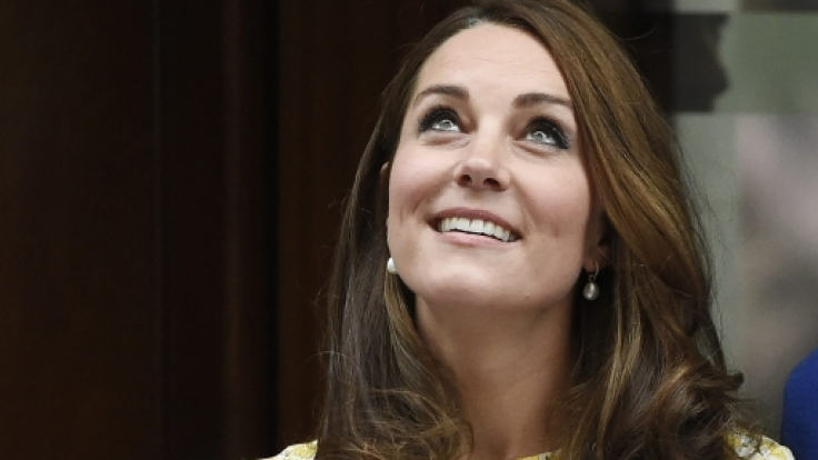 Straff und frisch präsentierte Herzogin Kate sich nach der Geburt ihrer Tochter. (Foto)