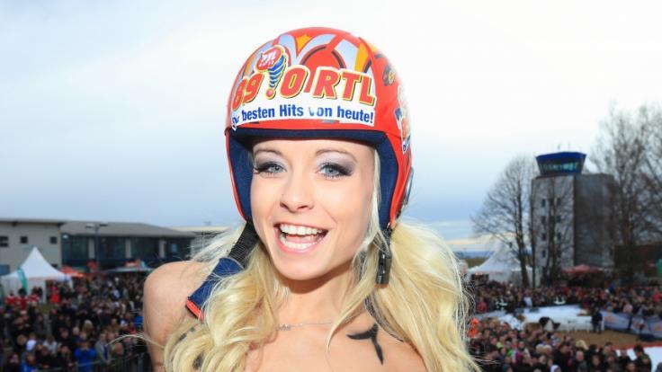 Mia Julia Brückner mag es auch im Winter freizügig und sexy. (Foto)