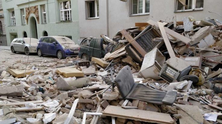 Die Explosion riss ein riesiges Loch in die Außenwand des Gebäudes.